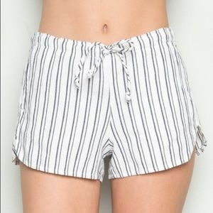 BRANDY MELVILLE: white/blue striped shorts